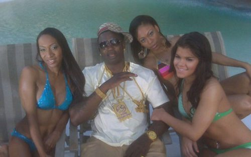 Gucci_poolside